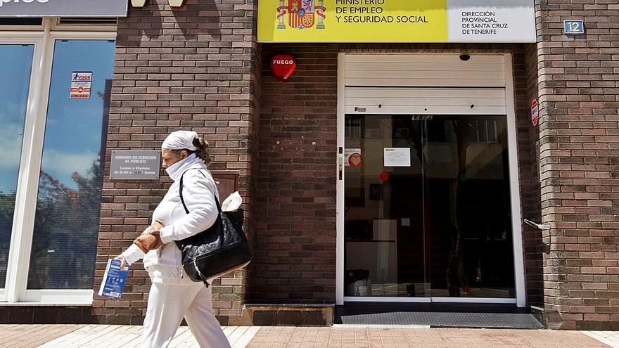 Hacienda excluye del pago en seis meses a 200.000 canarios obligados a declarar