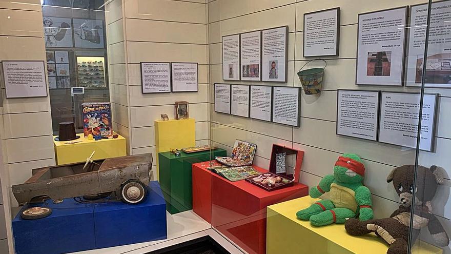 Una exposició segueix el rastre que les joguines deixen en la memòria