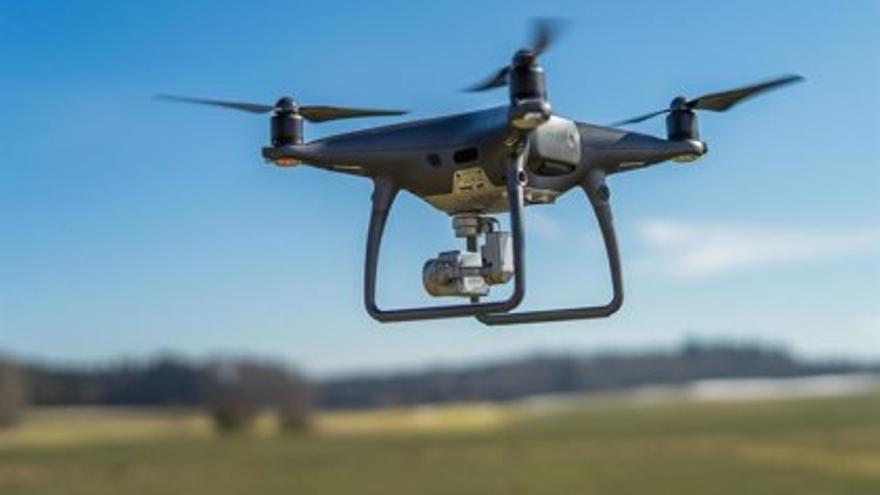 El alcalde aplaude la intención de la empresa SDLE de instalar en Córdoba un polo de drones y robótica