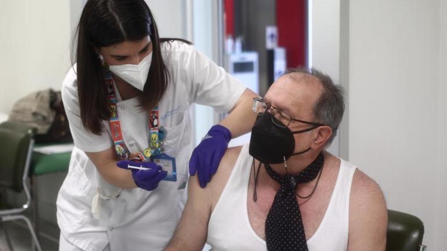 España bate récord semanal en la vacunación a la espera de Janssen