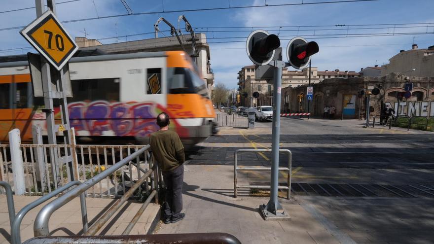 Ábalos planteja suprimir l'estació de Figueres o «integrar» els passos a nivell