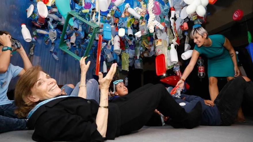 """Earle pide a los niños en Gijón que sean """"los héroes que salven la Tierra"""""""