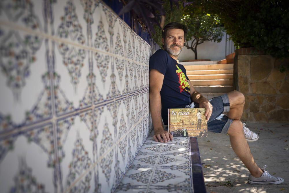 Paco Roca en su casa de Olocau, que ha inspirado su nuevo libro