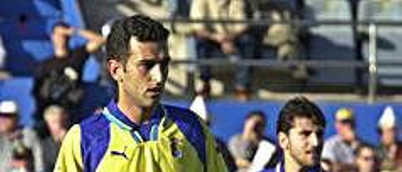 El centrocampista Pablo Lago, durante un encuentro ante el Oviedo en el antiguo Estadio Insular en el 2001.