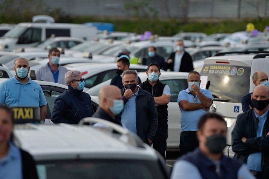 Manifestación-caravana para exigir la regulación del taxi