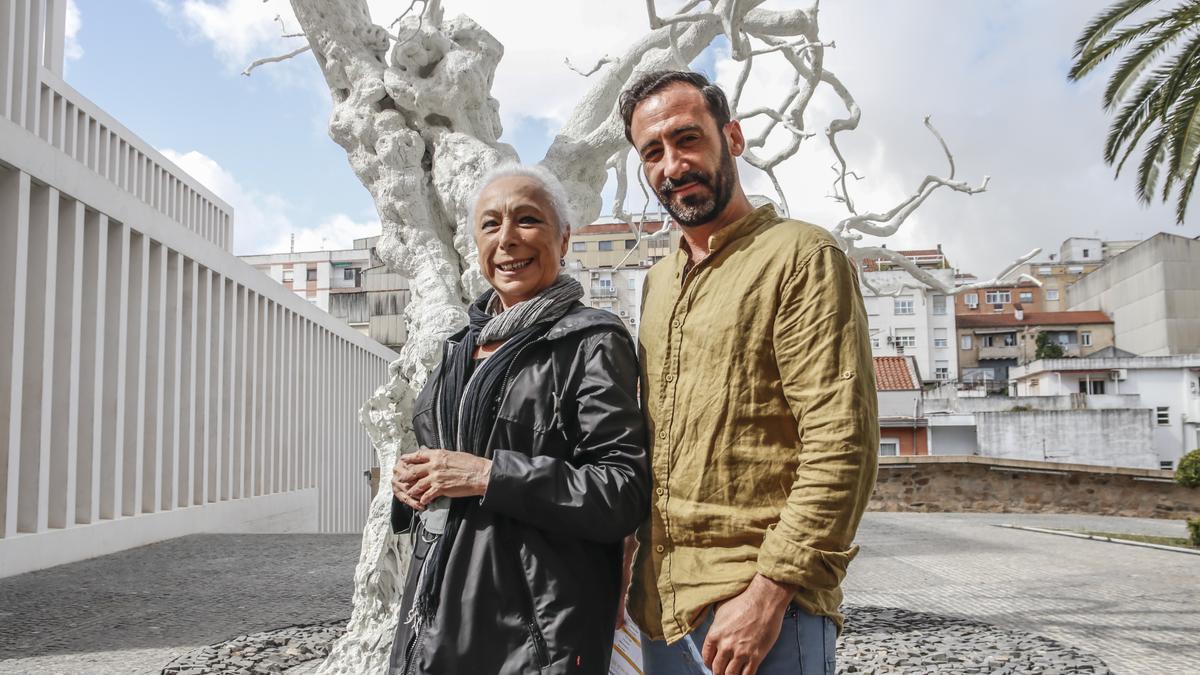 La bailaora Cristina Hoyos y Jesús Ortega, este lunes, en el patio del Helga de Alvear.