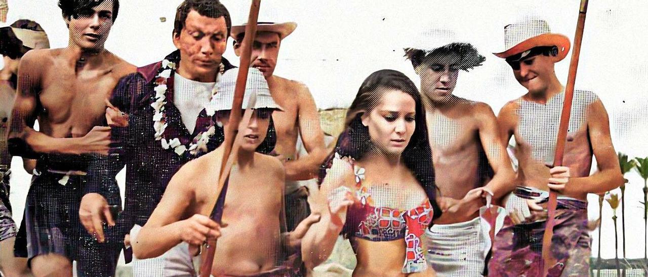 Playa de Ferrís, 1967. Protagonistas y extras en un fotograma de la película «El Tesoro de Makuba». | COLECCIÓN  F.SALA