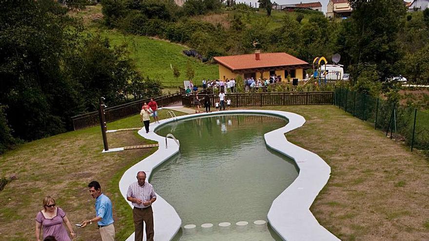 Las piscinas de Illas continúan cerradas, pendientes de un nuevo concurso