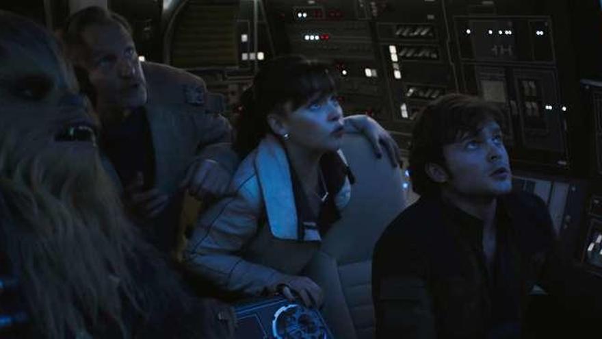 Han Solo vuelve a volar en el Halcón Milenario