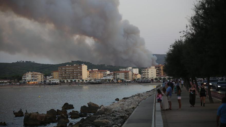 Vídeo de l'incendi del Montgrí vist des de l'Escala