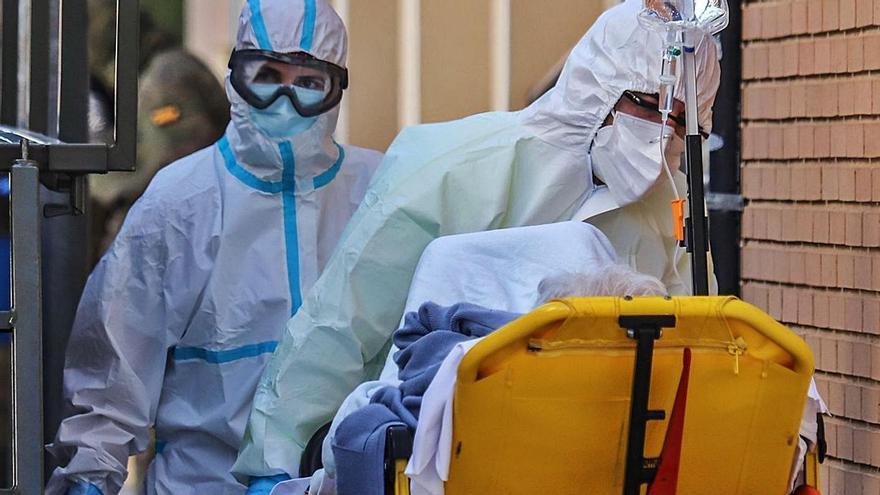 Los ingresos por coronavirus se duplican tras las fiestas y Sanidad baraja reabrir los hoteles medicalizados