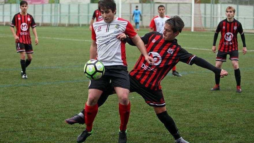 La Escola de Fútbol Lalín acaricia el ascenso