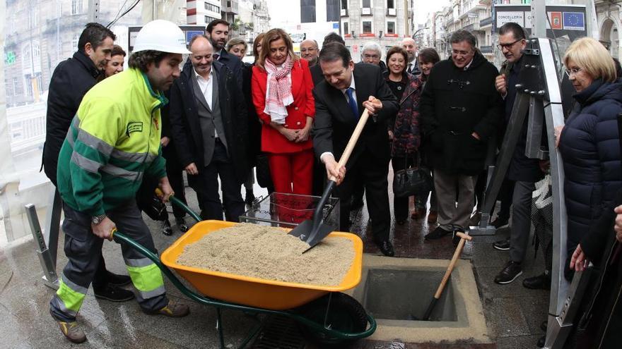 """El Concello pone la primera piedra de la futura Porta do Sol: """"Será la gran plaza de Vigo"""""""
