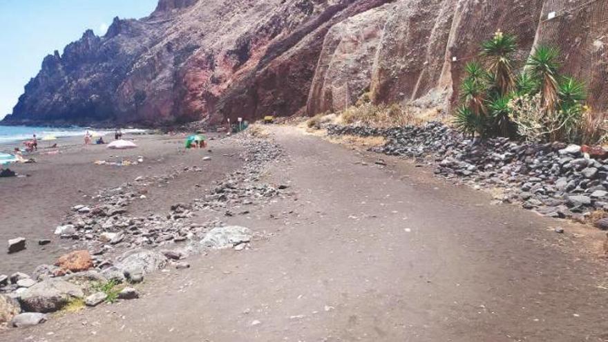 Grave tras ahogarse en una playa de Tenerife