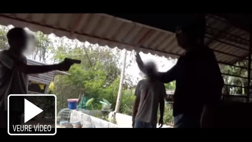 Frank Cuesta, a punt de ser assassinat per dos traficants d'animals