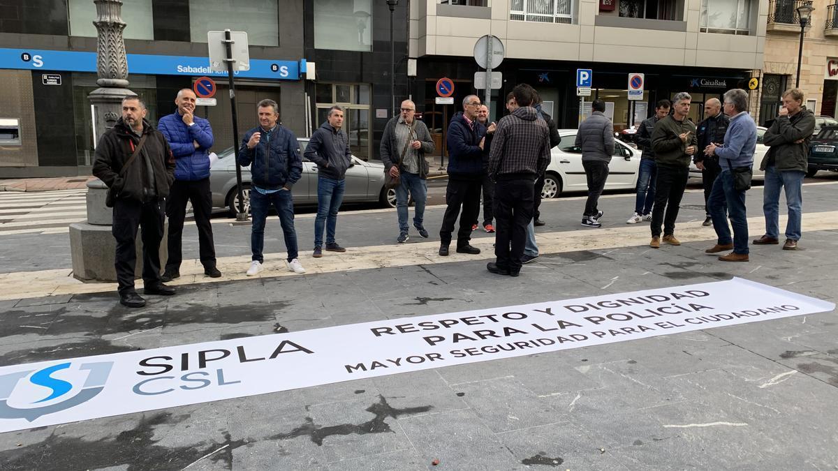 Una manifestación anterior convocada por el Sipla, ante el Ayuntamiento de Siero.