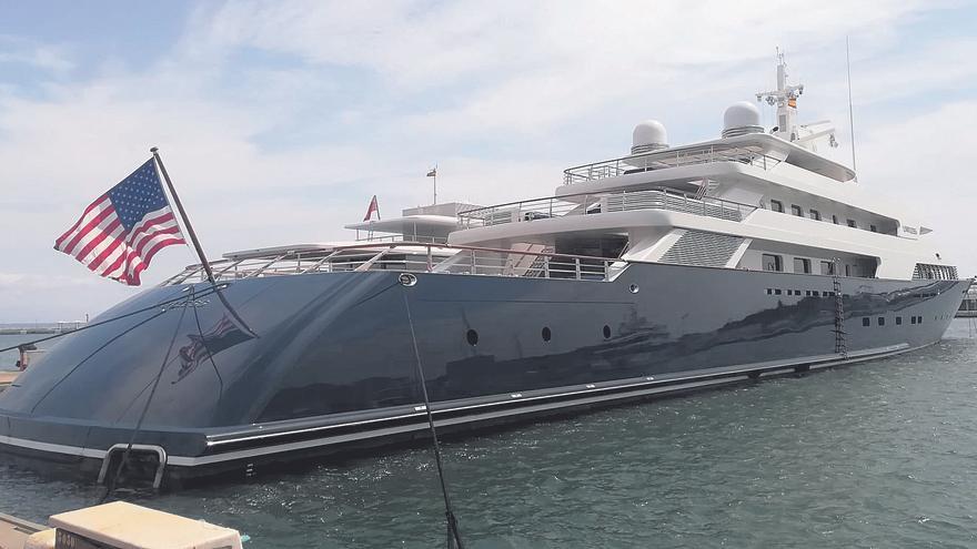 El megayate 'Limitless' vuelve a recalar en el Club de Mar de Palma