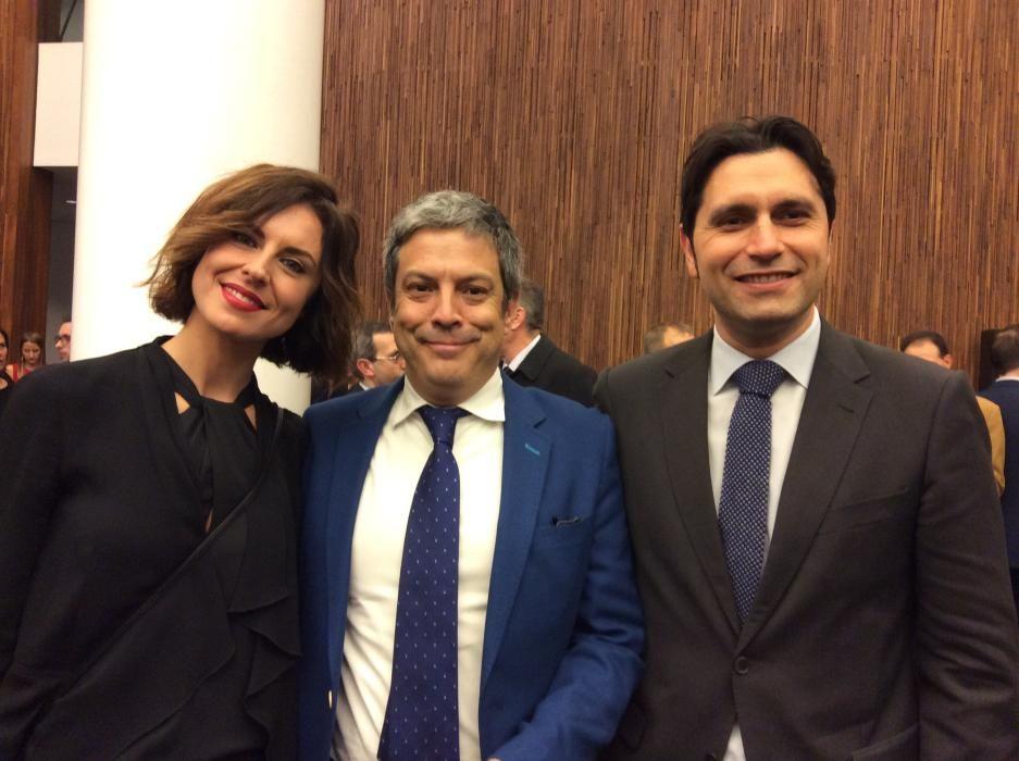 La jefa de Publicidad de Información, Ester Azuar; Miguel Risueño y José López