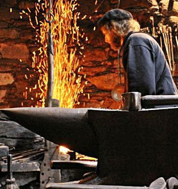 A ferrería, un dos últimos labores da artesanía  de noso.