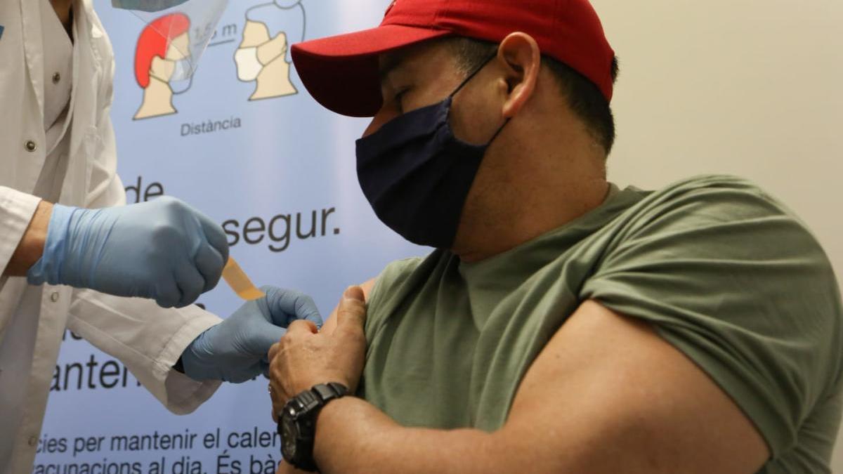 Un intern de Quatre Camins rep la vacuna