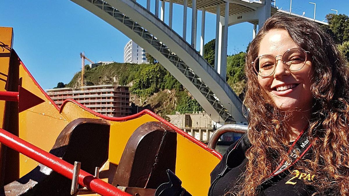 Alba Heras Vidal, de excursión en una de las típicas barcazas que atraviesa el Duero por la ciudad portuguesa.
