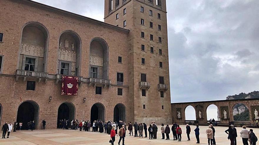 Els turistes tornen a Montserrat per celebrar una diada amb limitacions