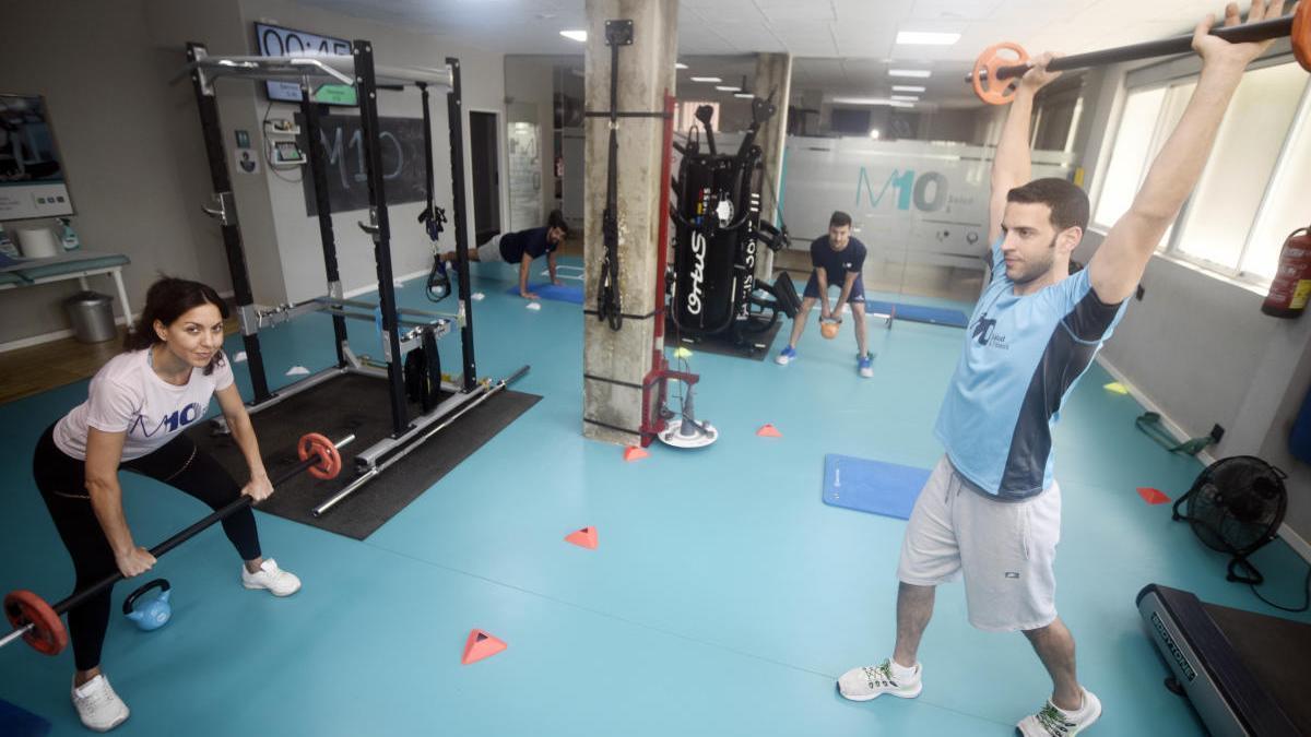 El gimnasio M10 de Murcia se prepara con señales y espacios de seguridad e higiene.