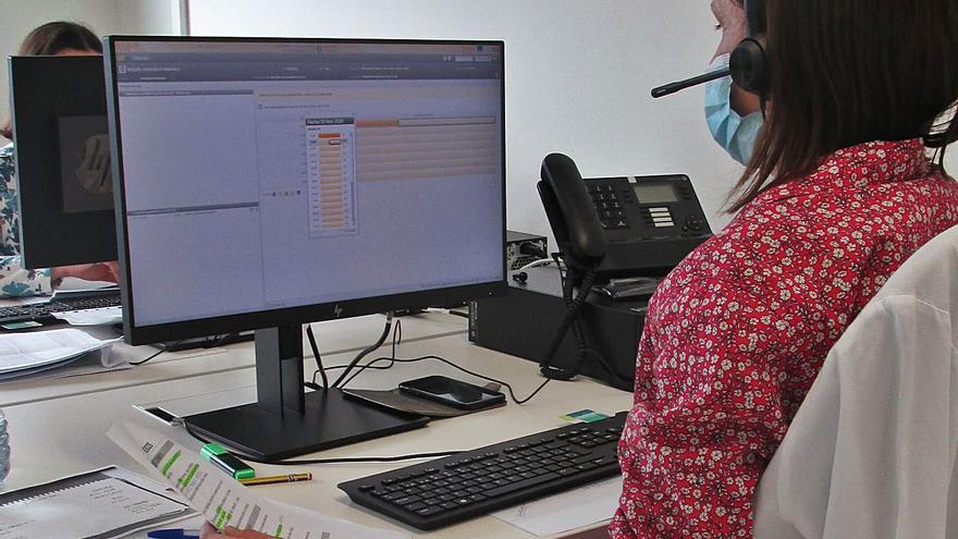 Los centros de salud de la comarca atienden una llamada telefónica cada dos minutos