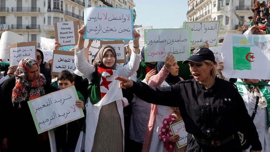 Los profesores argelinos se suman a las protestas contra el presidente Buteflika