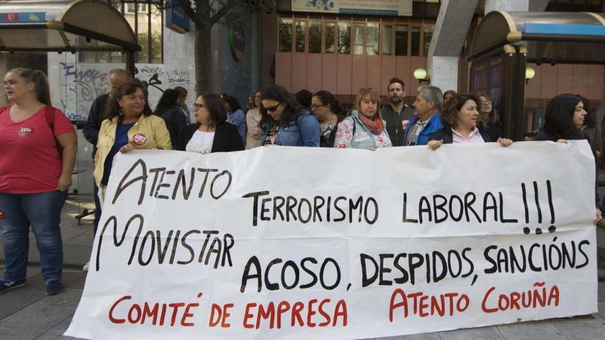 """Trabajadores coruñeses de Atento exigen condiciones laborales """"dignas"""""""
