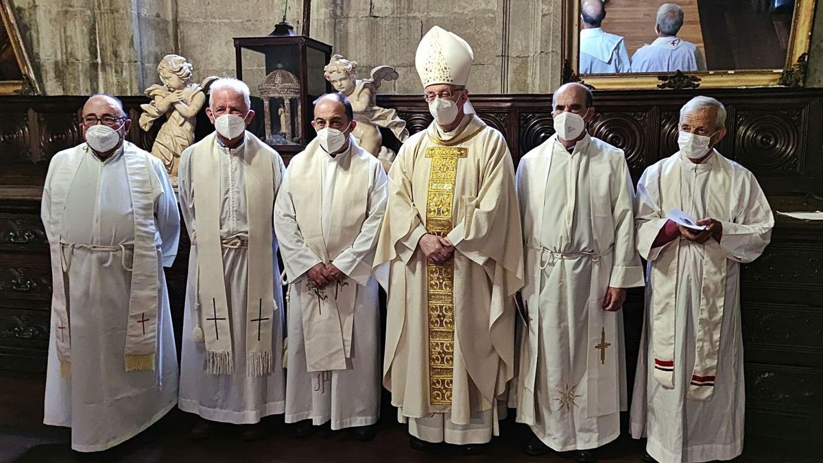 Conmemoración de bodas de oro y plata sacerdotales en la catedral de Lugo | MIGUEL ÁLVAREZ