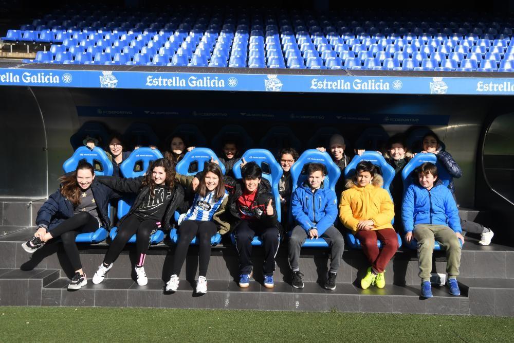 En la nueva sesión de divulgación de 'valores blanquiazuis' entre los escolares de A Coruña y su área metropolitana han participado las jugadoras del Dépor Abanca Alba Merino y Teresa Abelleira.