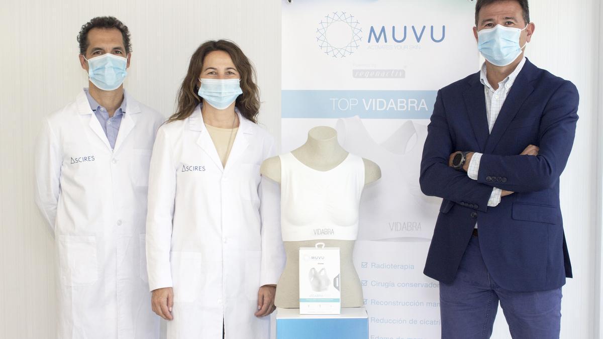 De izquierda a derecha, los doctores José Carlos Gordo y Amparo González, oncólogos radioterápicos en Ascires, y Rafael Lurbe, CEO y product manager de Muvu.