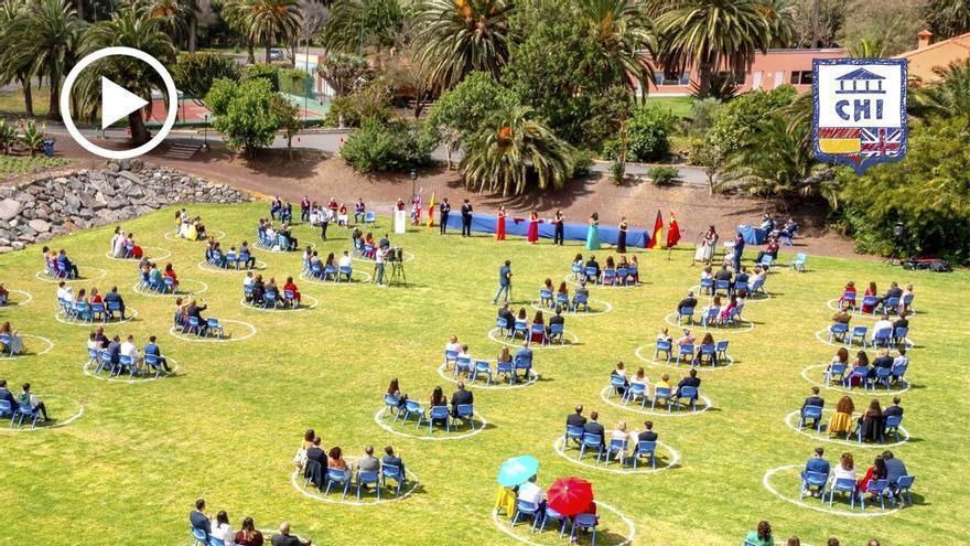Graduación al aire libre, por segundo año, en el Colegio Hispano Inglés