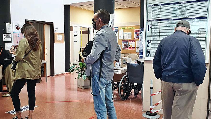 El Sergas reforzará los centros de salud con 28 farmacéuticos y 81 enfermeros