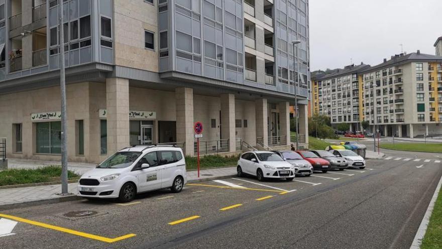 El Concello reordena el tráfico en la zona de Barrocás con más aparcamientos