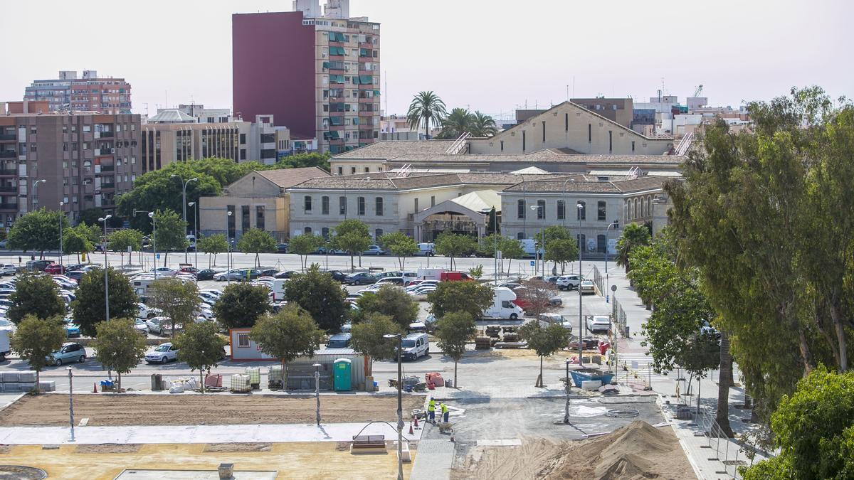 Las obras de la plaza, junto al terreno de la futura Ciudad de la Justicia.