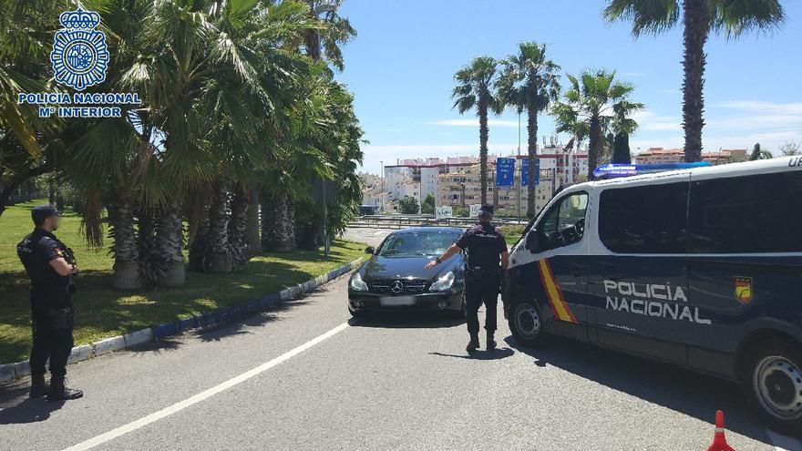 Detenidos los ocupantes de un vehículo que embistió una furgoneta de la policía tras saltarse un control en Marbella