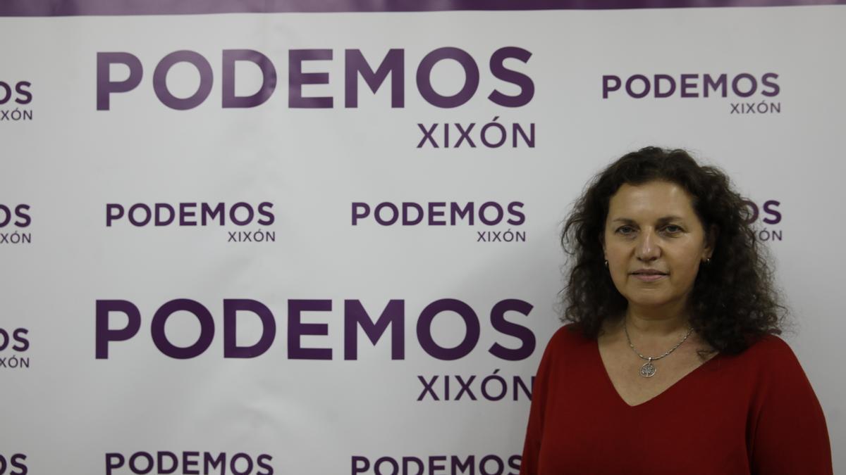 Alejandra Tejón, nueva líder de Podemos Xixón, ayer, en la sede del partido, en la calle Mieres.