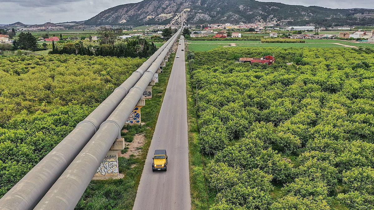 Conducciones del Trasvase a su paso por la Vega Baja. | TONY SEVILLA