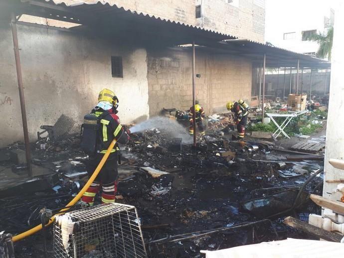 Incendio en la calle Inés, en Arrecife