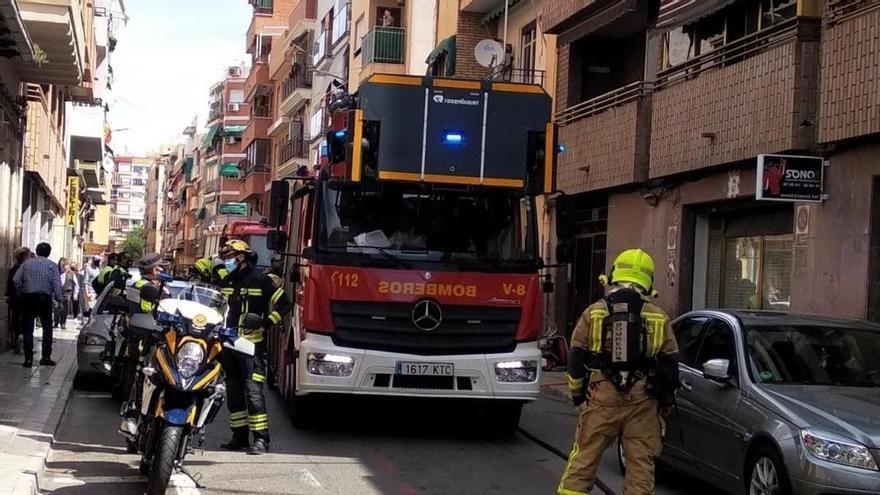 Intoxicada una mujer en el incendio de su vivienda en Alicante