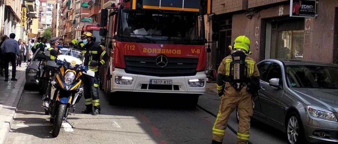 Los servicios de emergencia en el lugar del incendio.