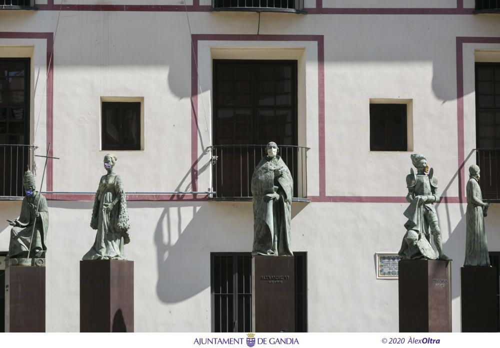 Gandia pone mascarillas a todas sus esculturas