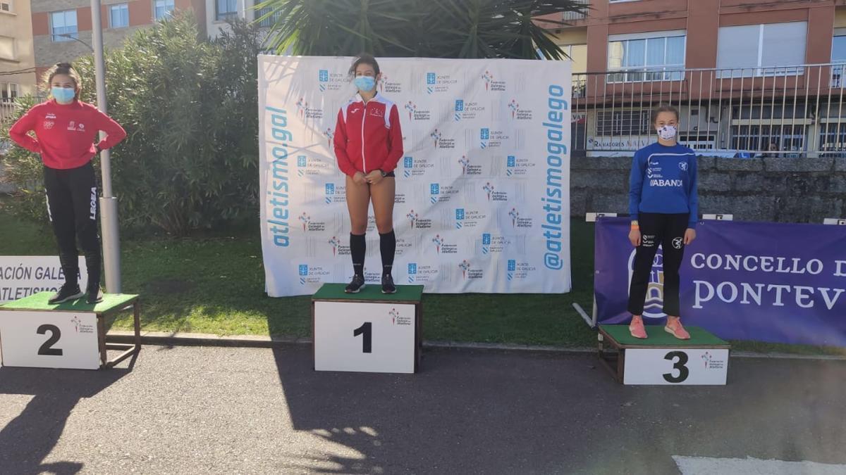 Marta Lázara en lo más alto del podio de Pontevedra.