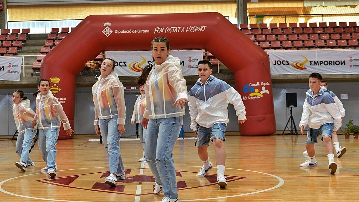 Activitats de ball al pavelló Municipal Roser Llop de Figueres | EMPORDÀ