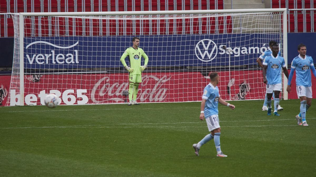 Villar, desolado después de encajar uno de los goles de Osasuna.