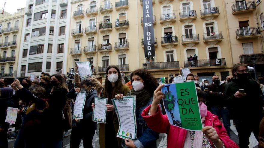 Protesta 'subversiva' para frenar los desalojos de 16 familias en València
