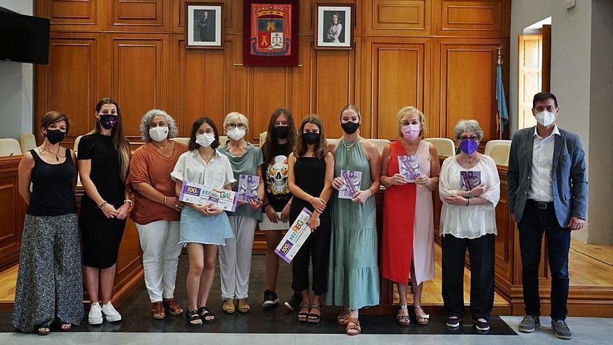 Burjassot premia las portadas de sus agendas escolares feministas