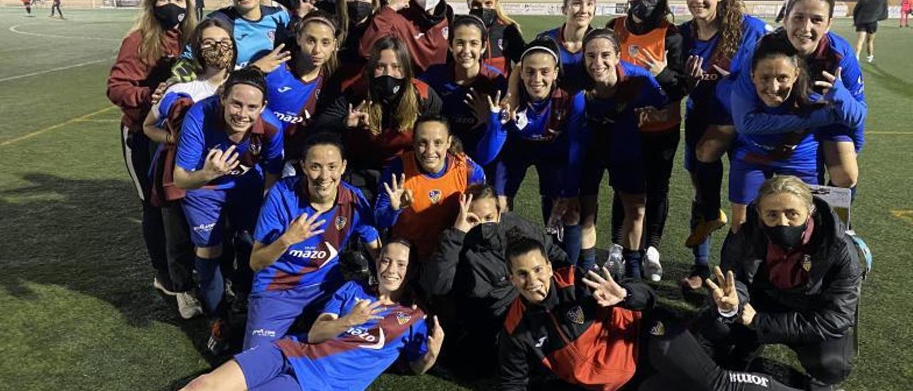 Jugadoras del primer equipo femenino del Alzira. | DAVID CHORDÀ